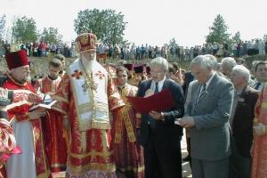 Церемония закладки первого камня завершилась произнесением речей и внесением пожертвований в фонд строительства Собора.