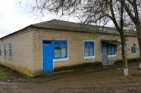 Здание в с. Красный Октябрь, в котором располагается молитвенная комната в честь святителя Николая Чудотворца.